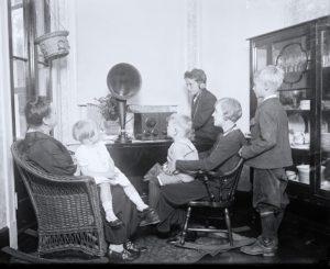 oldfashionedradio1-tint